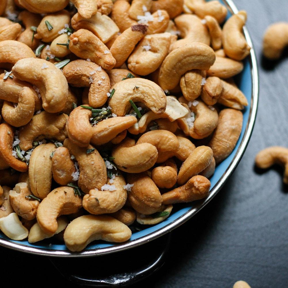 Snack Nüsse - Quelle: Unsplash, Foto: Jenn Kosar